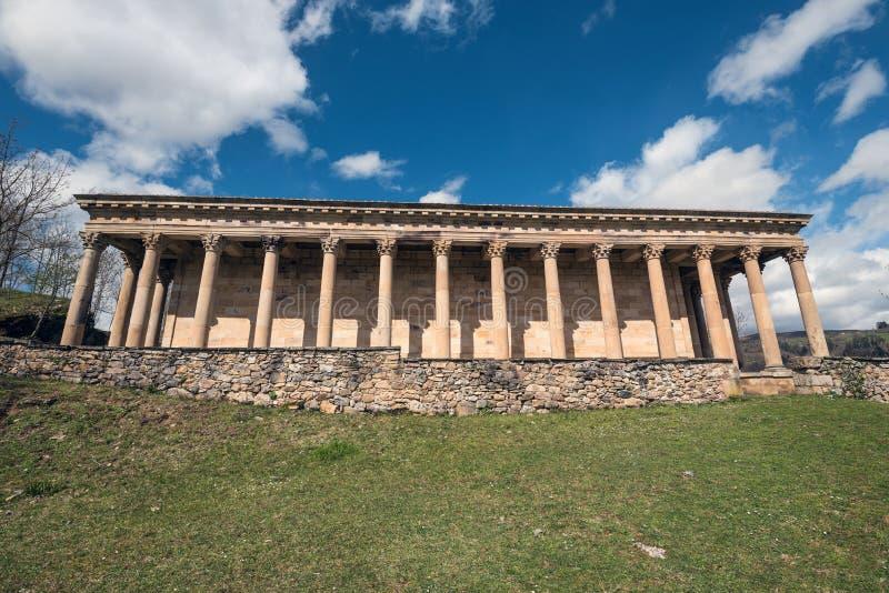 Vieille église néoclassique de St George en Cantabrie, Espagne images libres de droits