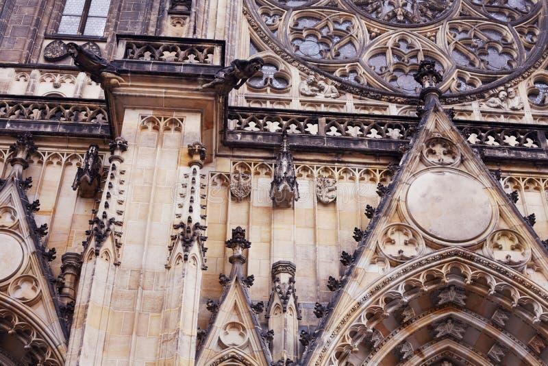 Vieille église néogothique d'architecture photo stock