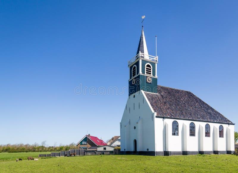 Vieille église Oudeschild de village sur l'île de Texel aux Pays-Bas photographie stock