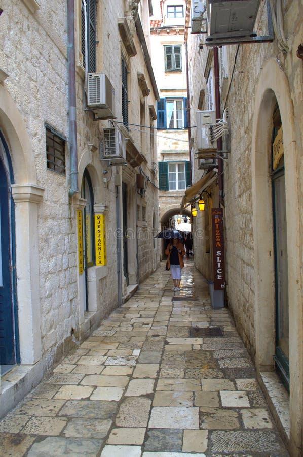 Vieille allée de ville de Dubrovnik image libre de droits