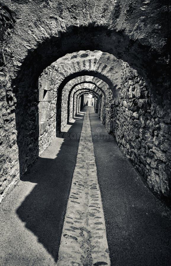 Vieille arcade en pierre photos stock