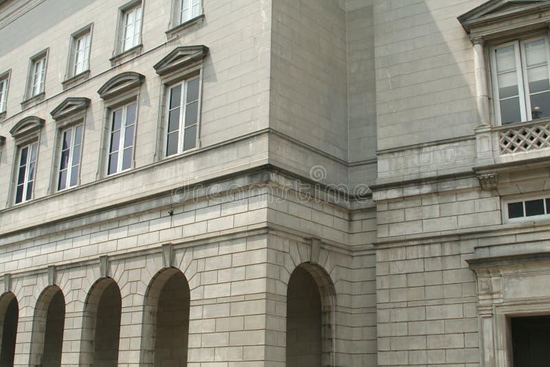 Vieille architecture en pierre de construction d'affaires photographie stock libre de droits