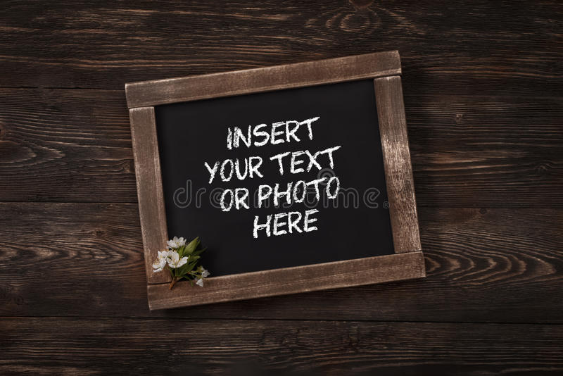 vieille ardoise d 39 cole de vintage avec des fleurs photo stock image du gosses vide 40991858. Black Bedroom Furniture Sets. Home Design Ideas