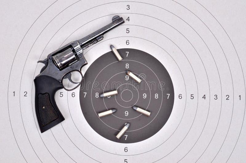 Vieille arme à feu avec la balle photos libres de droits