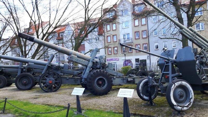 Vieille artillerie et tourelles/canons anti-aériens photographie stock libre de droits