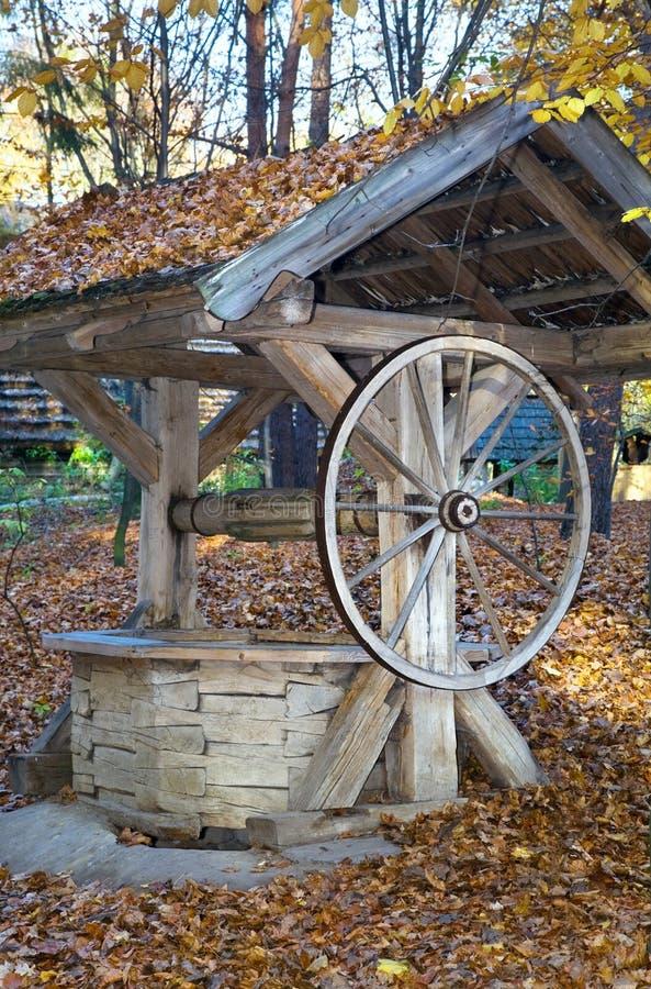 Vieille attraction en bois image stock