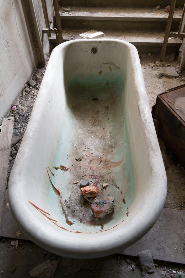 Vieille baignoire images libres de droits