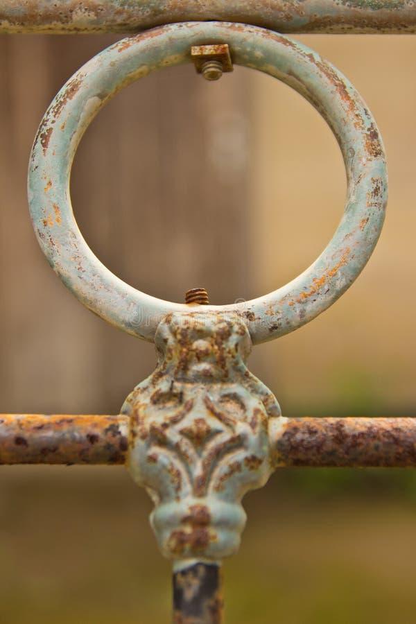 Vieille barrière de fer images stock