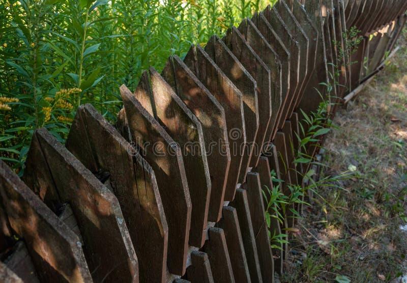 Vieille barrière en bois dans le village photo libre de droits