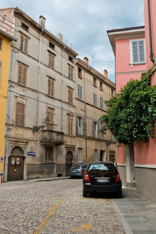 Vieille belle rue intéressante à Parme l'Italie image stock