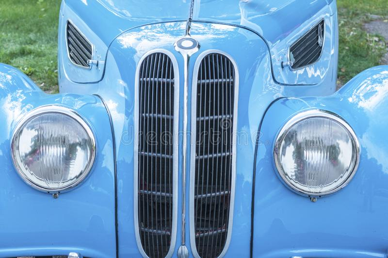 Vieille belle voiture bleue photo stock