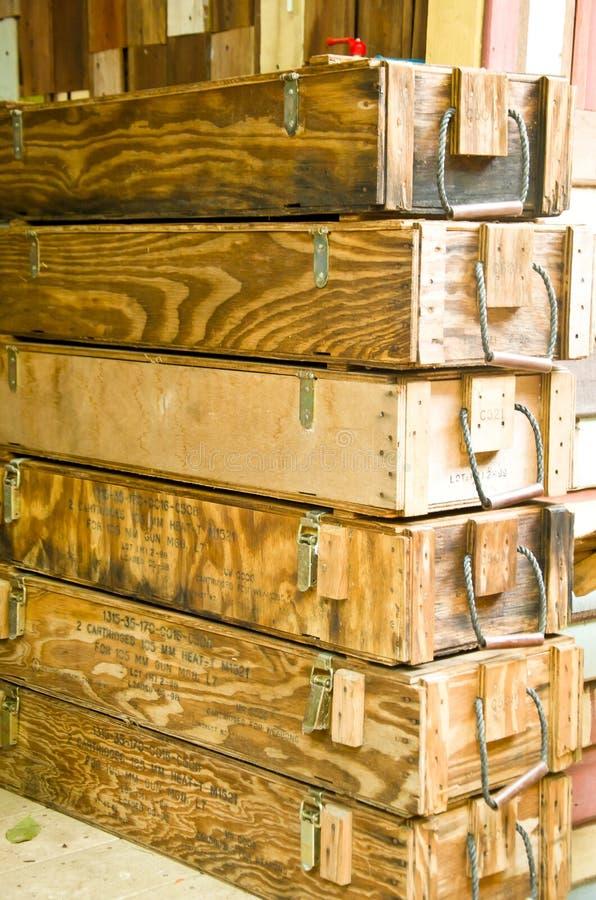 Vieille boîte en bois images stock