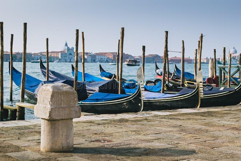 Vieille borne d'amarrage à Venise photographie stock