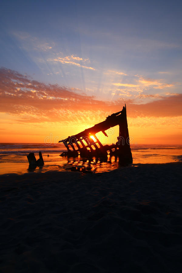 Vieille côte de l'Orégon d'épave de bateau photo stock