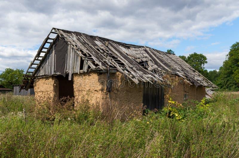 Vieille cabane de ferme photos stock