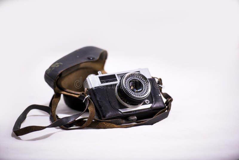 Vieille caméra avec une ceinture photo stock