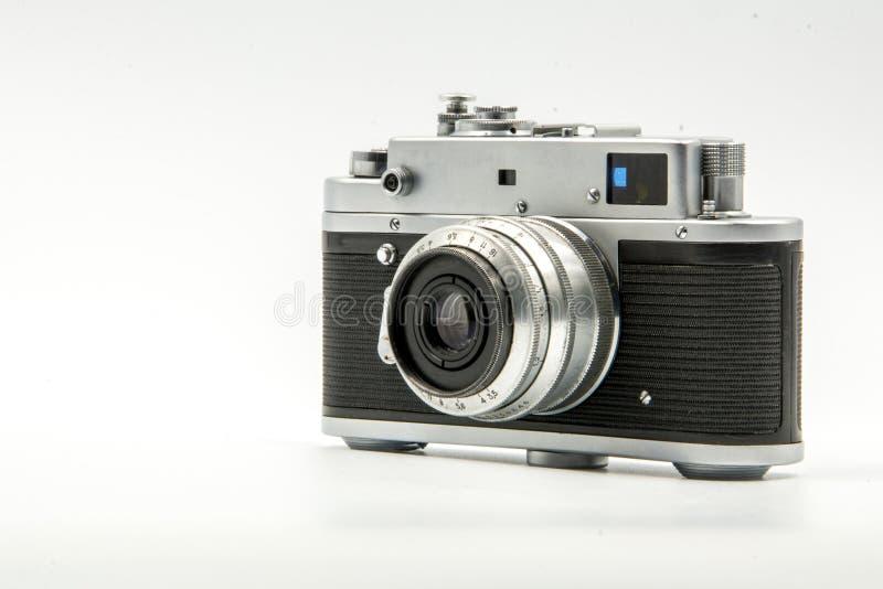 Vieille caméra de film de télémètre de cru classique d'isolement sur le fond blanc image stock