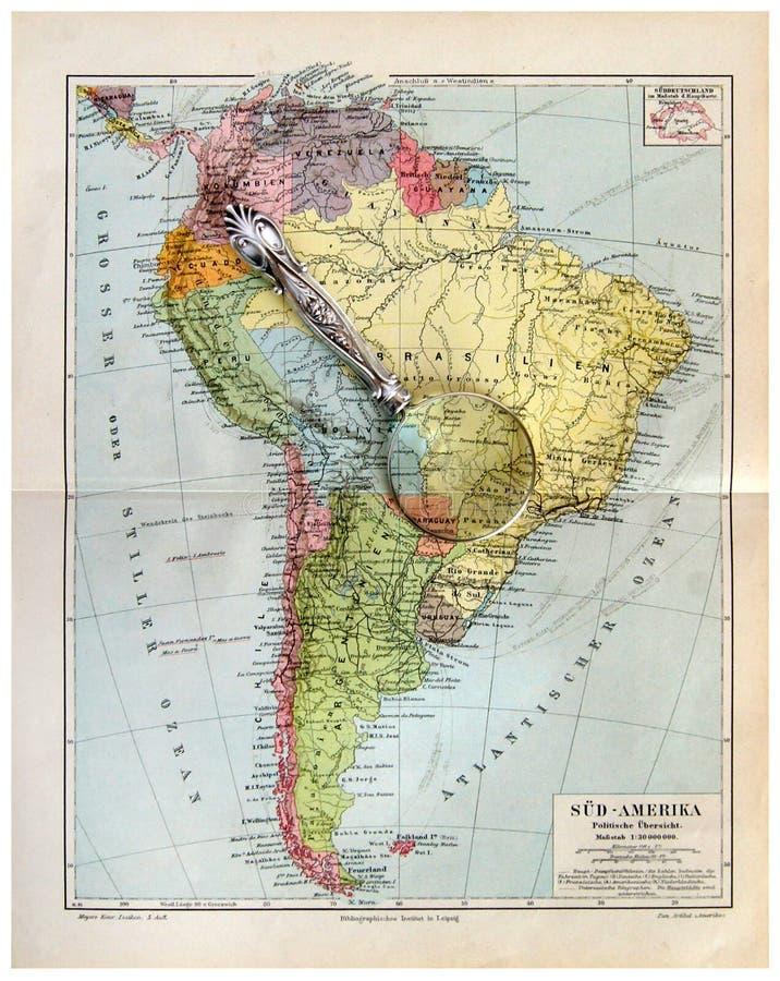 Vieille carte de l'Amérique du Sud avec la loupe image stock