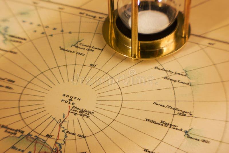 Vieille carte de minuterie de l'Antarctique et du sable photos stock