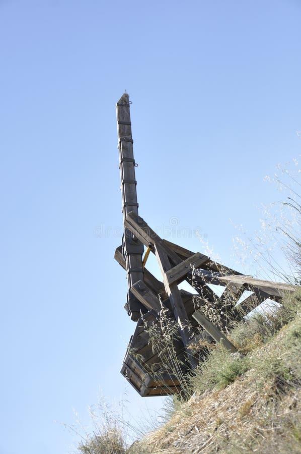 Vieille catapulte en bois photo libre de droits