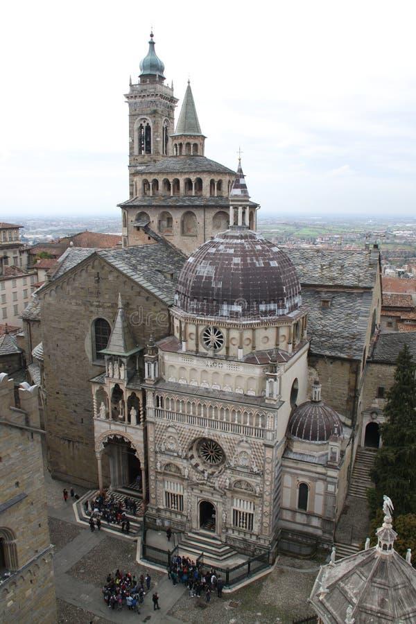 Vieille cathédrale du ciel photographie stock libre de droits
