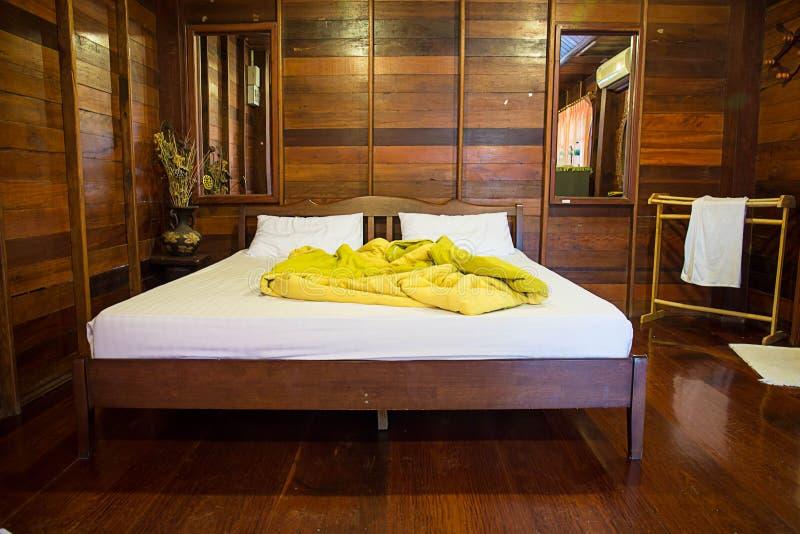 Vieille Chambre à Coucher Vide En Bois Naturel Image stock - Image ...