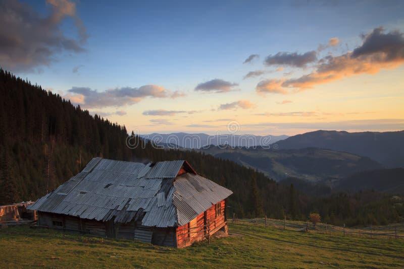 Vieille Chambre dans les montagnes photographie stock libre de droits