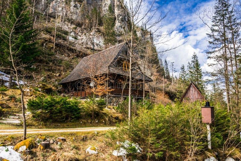 Vieille Chambre dans les montagnes photos stock