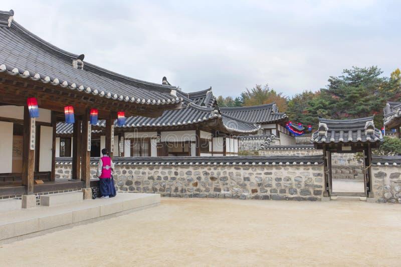 Vieille Chambre de la Corée au village de Namsangol Hanok image libre de droits