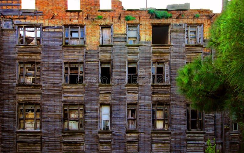 Vieille Chambre en bois, ruine d'une Chambre en bois abandonnée, avril 2019 Turquie/Istanbul image stock