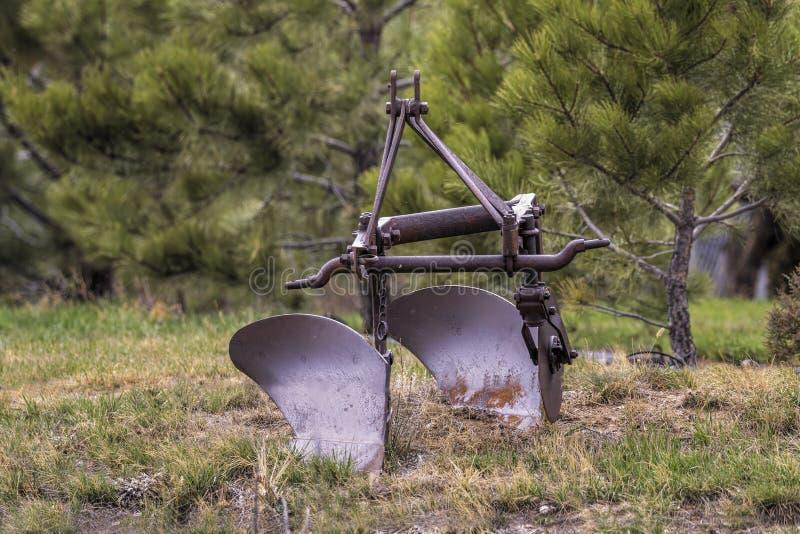 Vieille charrue antique de ferme photographie stock