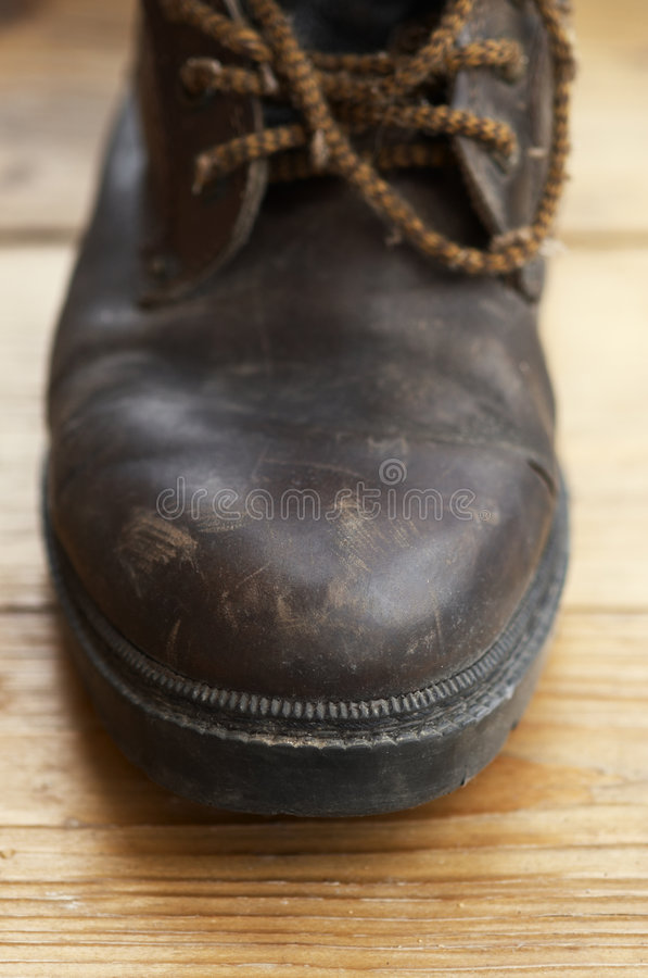 Download Vieille Chaussure Dans La Fin Vers Le Haut Photo stock - Image du brun, profondément: 731372