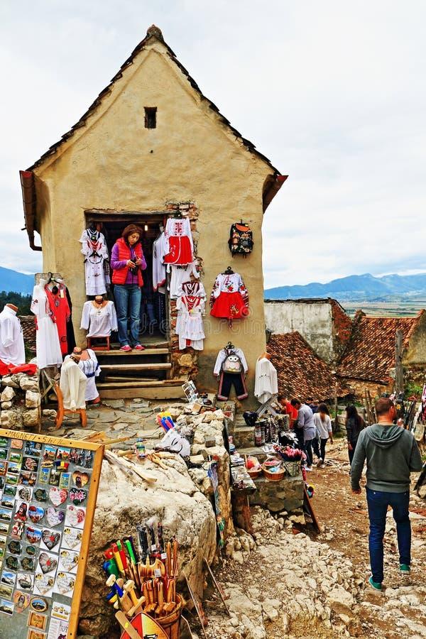 Vieille citadelle la Transylvanie Roumanie de Râşnov de boutique de souvenirs de maison images libres de droits