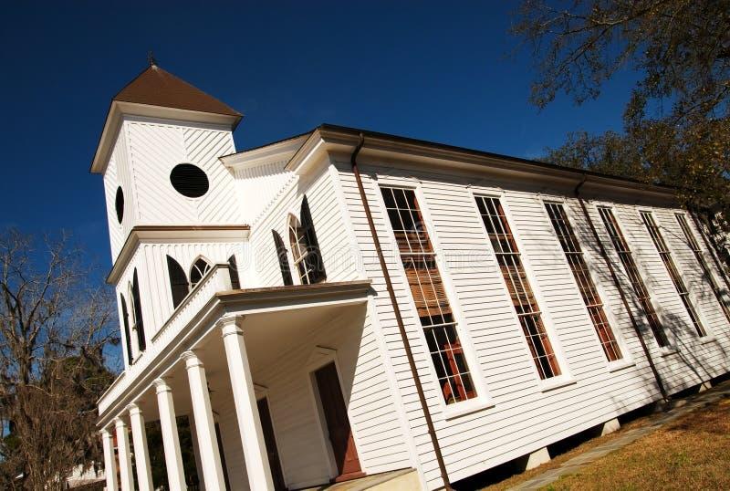Vieille construction d'église avec les hublots grands. images stock
