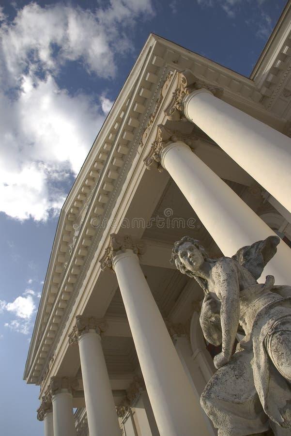 Vieille construction d'opéra de théâtre avec la statue photos libres de droits