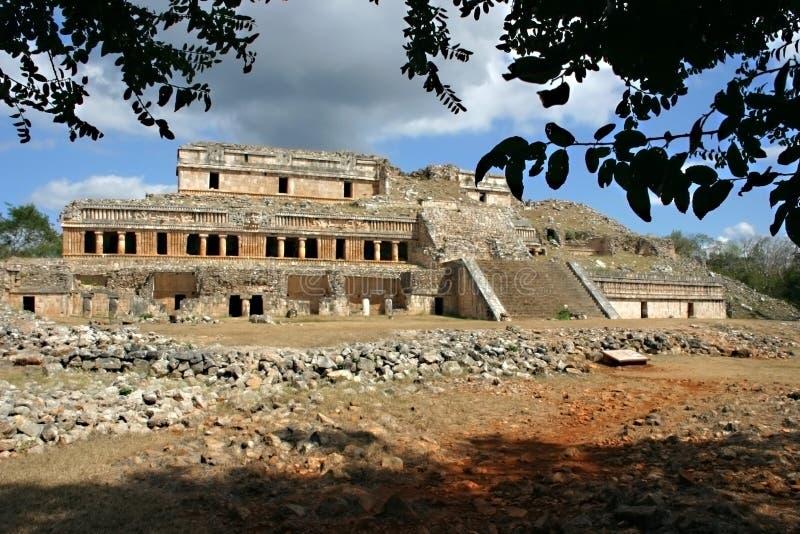 Vieille construction maya photographie stock libre de droits