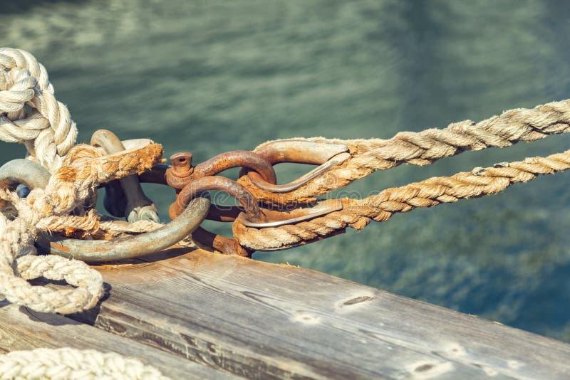 Vieille corde de bateau images libres de droits