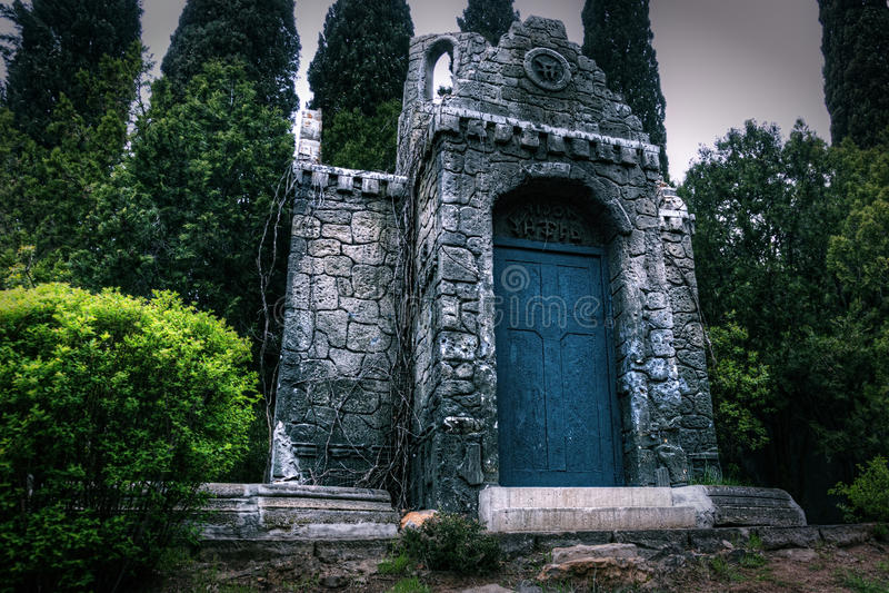 Vieille crypte abandonnée de photo sinistre photos libres de droits