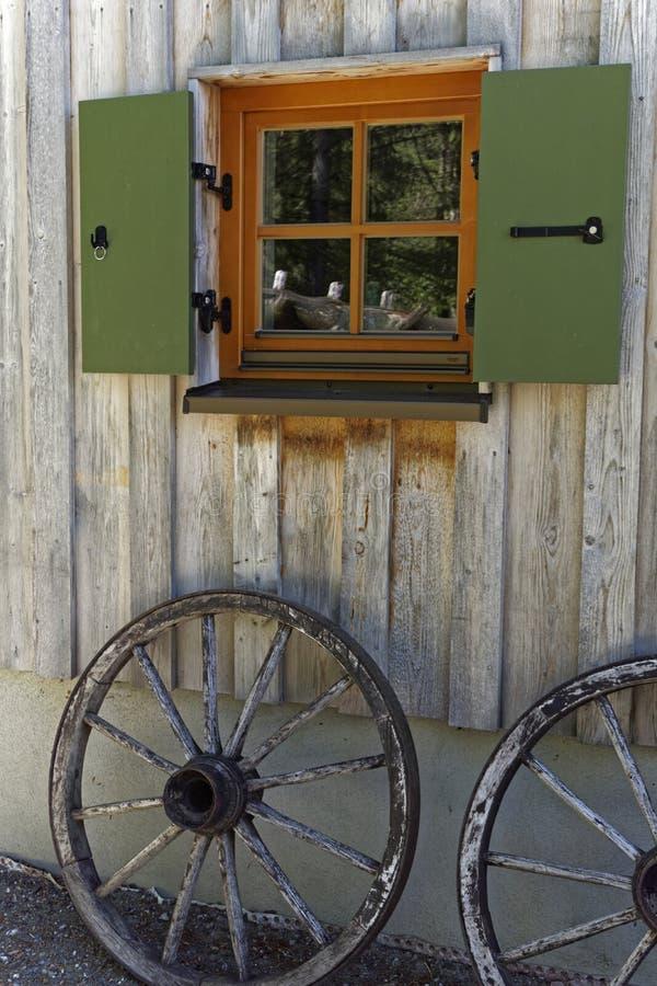 Vieille décoration en bois de roue de chariot photo libre de droits