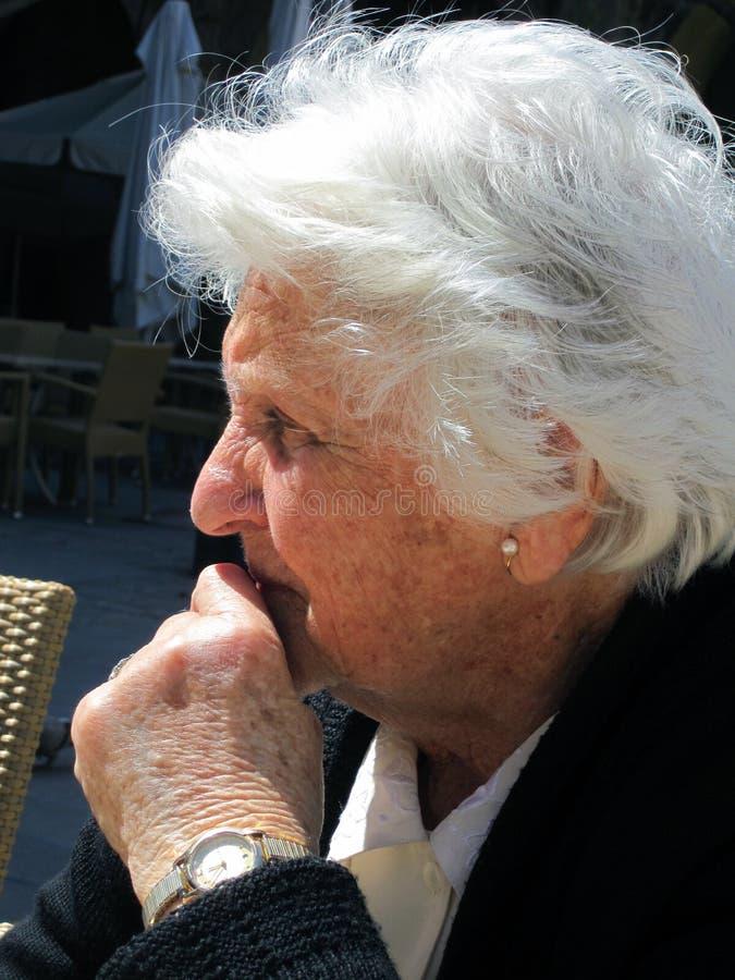 Vieille dame maltaise photographie stock libre de droits
