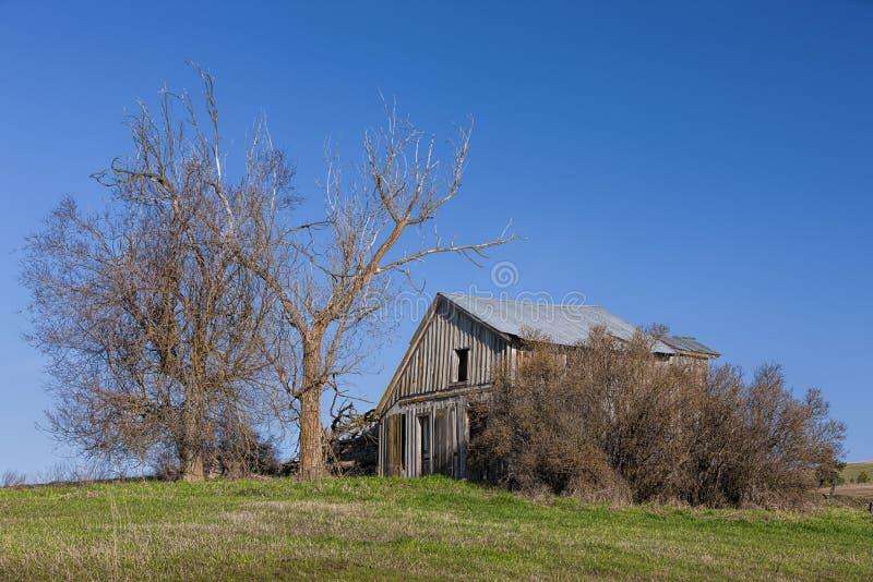 Vieille de course grange vers le bas sur le Palouse image libre de droits