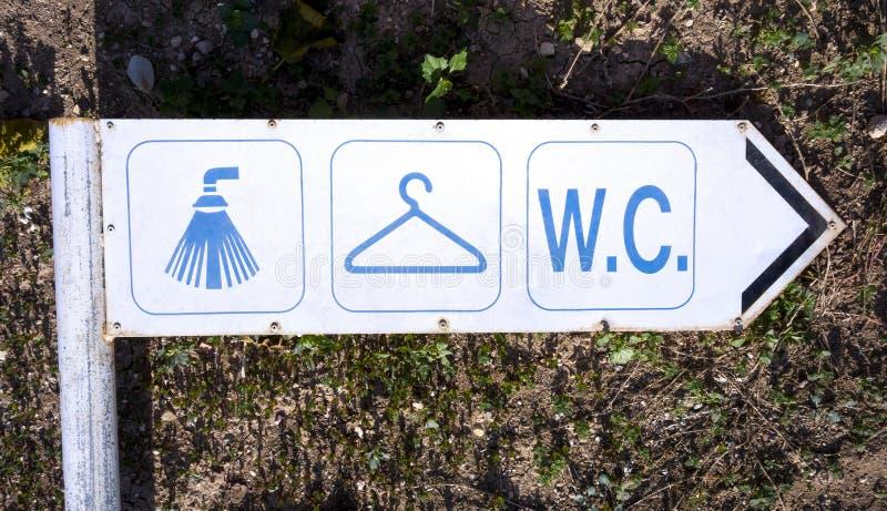 Vieille douche de signe, vestiaire et carte de travail image libre de droits