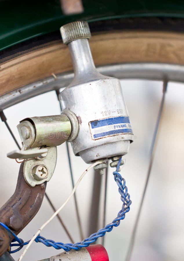 Vieille dynamo de bicyclettes. image stock