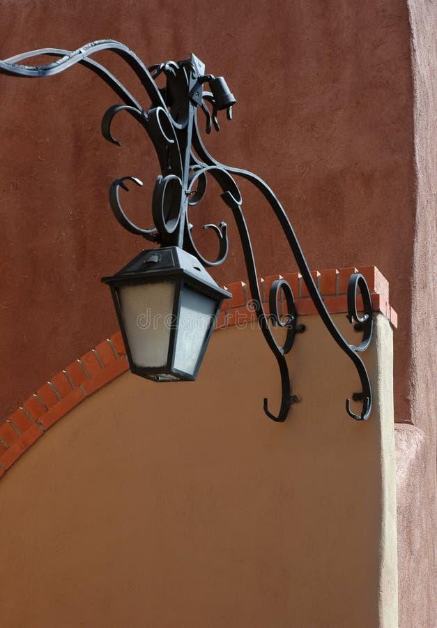 Vieille entrée de ruelle de ville photographie stock libre de droits