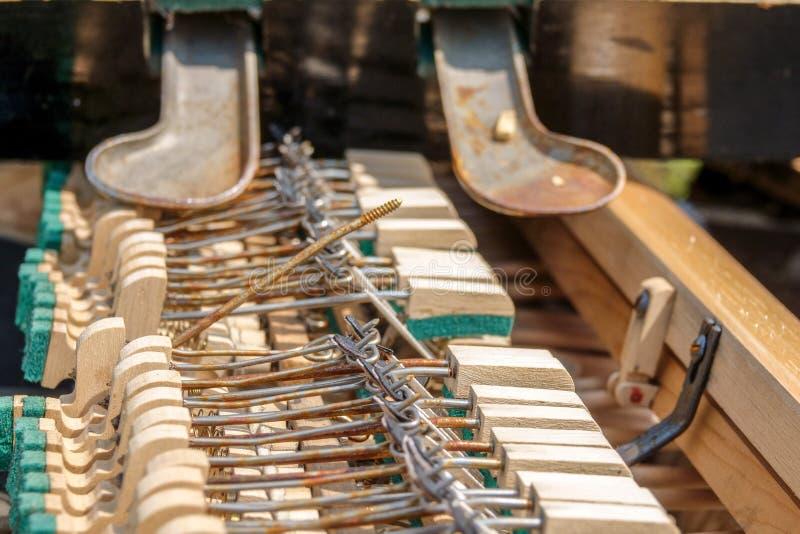 vieille et cass?e de clavier protection d'instrument de musique photo libre de droits