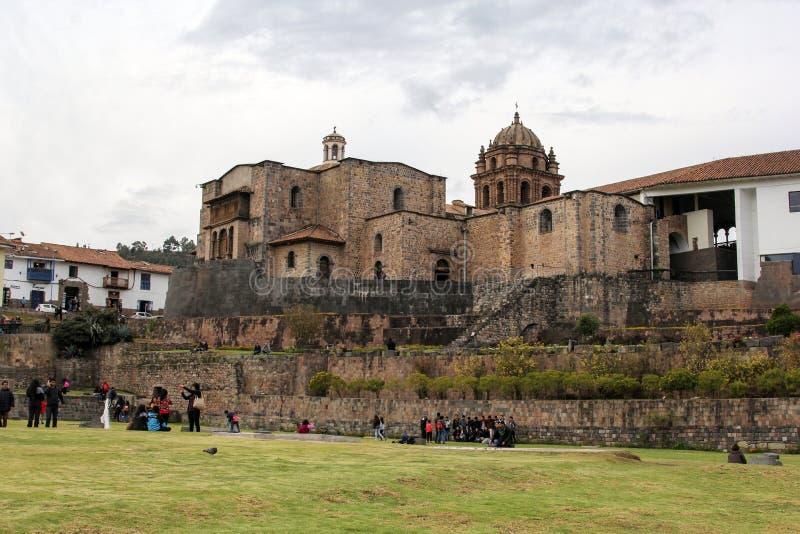 Vieille façade d'église catholique dans Cuzco Pérou images libres de droits