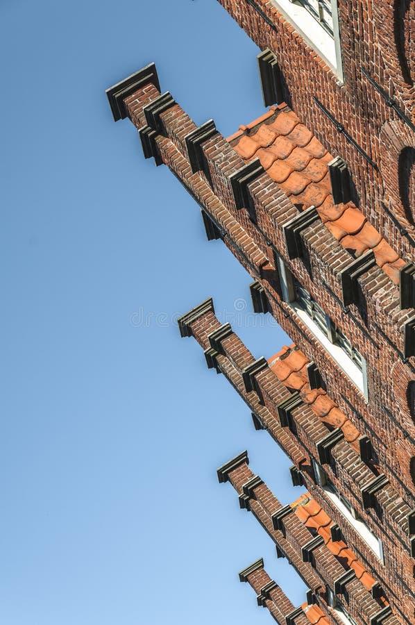 Vieille façade des maisons néerlandaises images stock