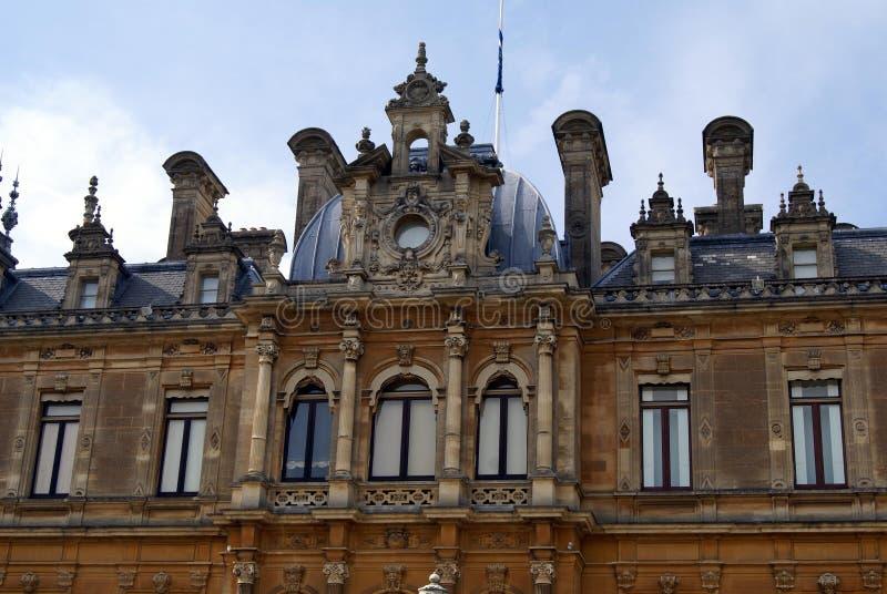 Vieille façade fleurie photo libre de droits