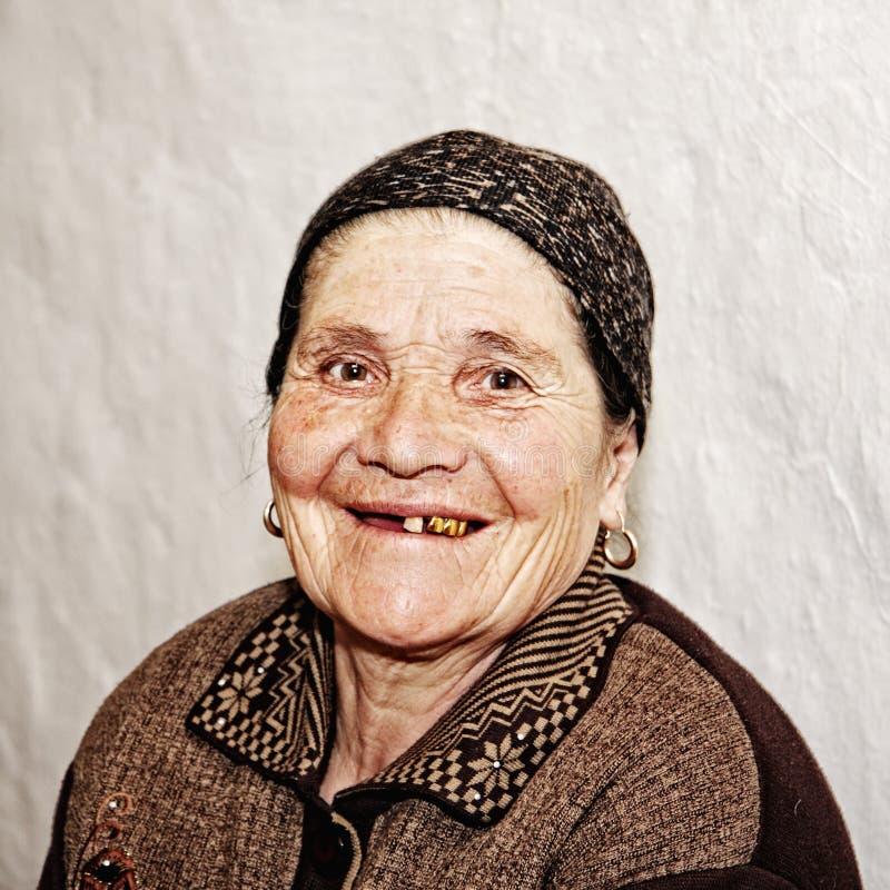 vieille femme de sourire image stock