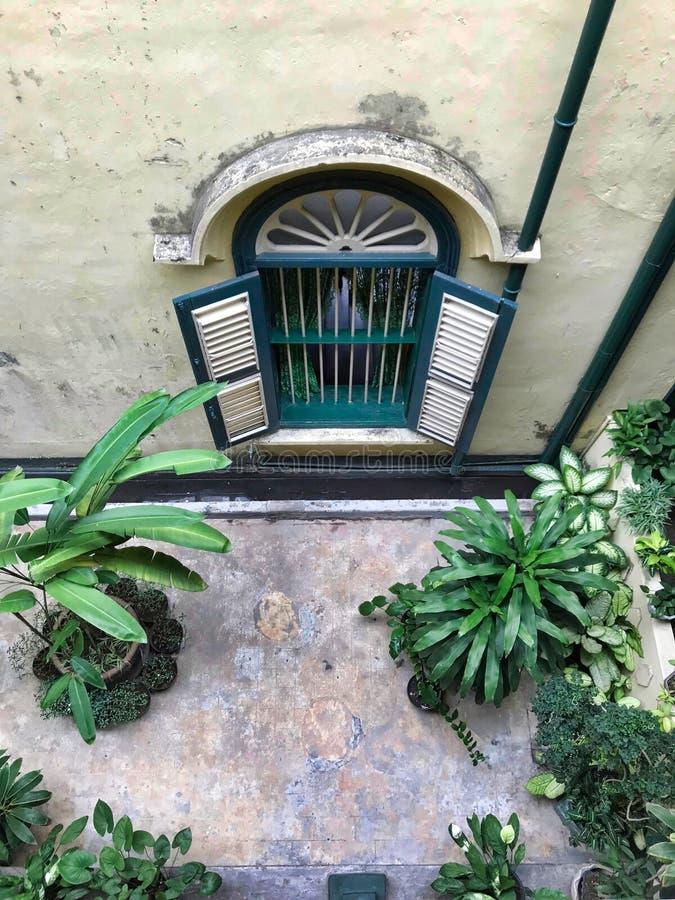 Vieille fenêtre classique image libre de droits